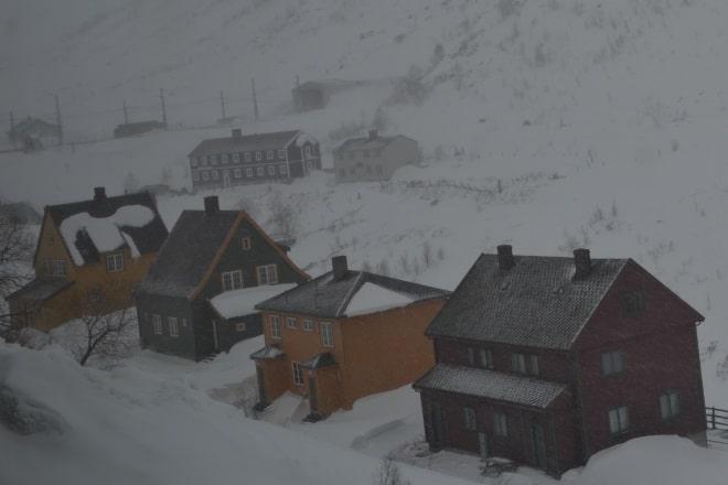 flam-railway-view-houses-snow