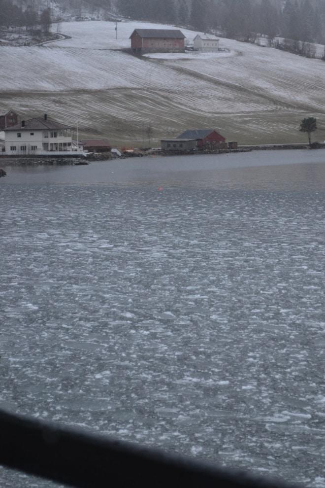 fh-hornindal-lake-frozen