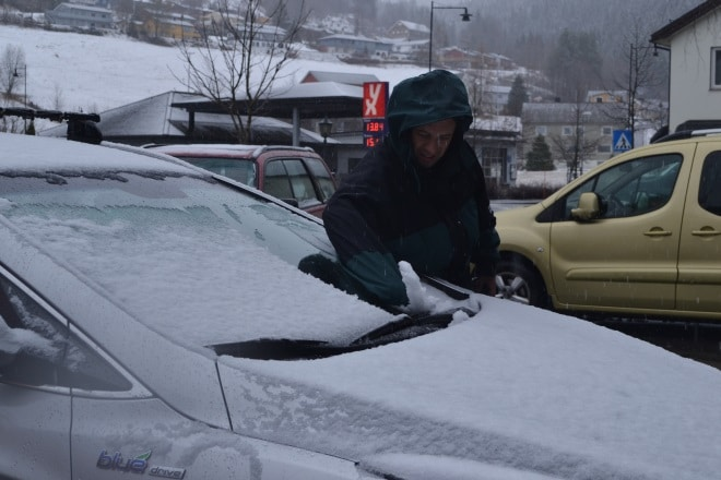 fh-snow-removing-windshield