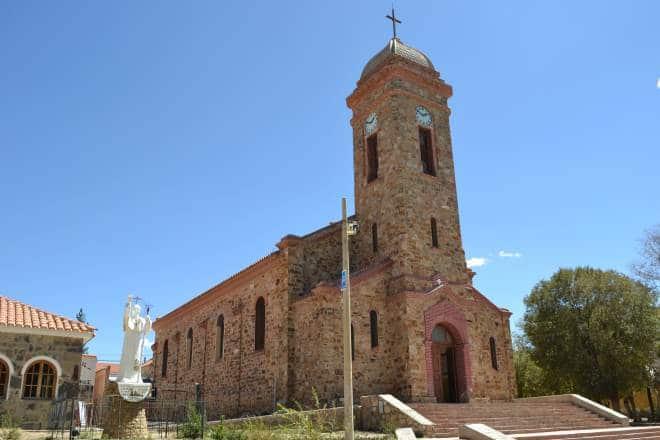 Igreja Nossa Senhora do Perpétuo Socorro - ao lado há um parquinho infantil